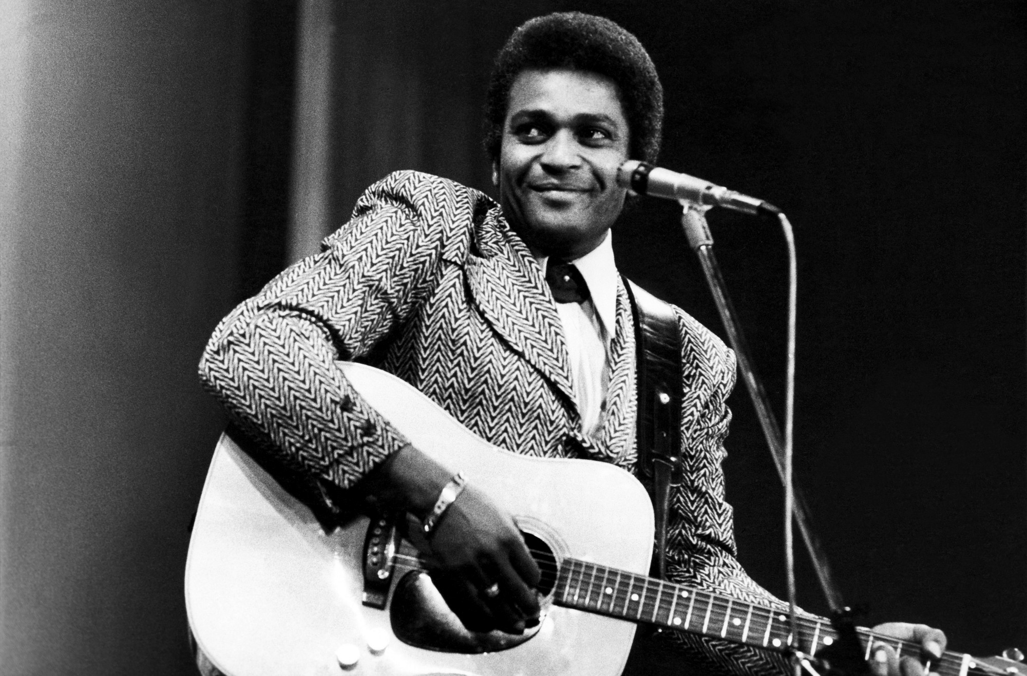 Just between you and me an interview with the legendary charley the legendary charley pride performing live arubaitofo Images